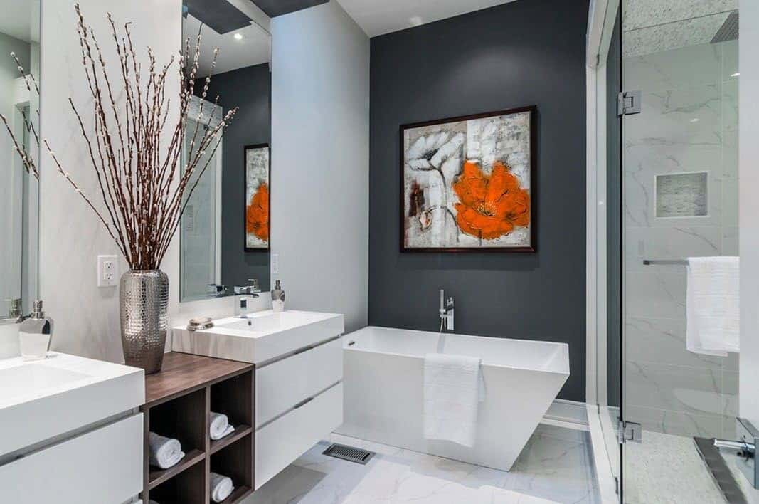 Undoubtedly plays the dominating role in bathroom decorating ideas