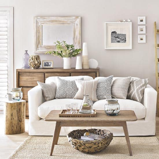 Living-room-decorating-ideas-nautical-wall-décor-beach-theme-décor-1