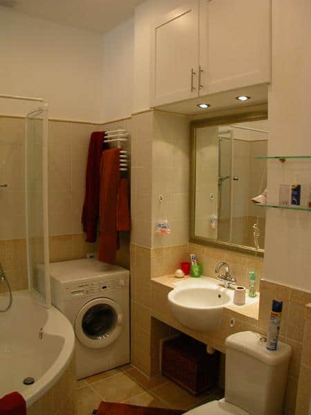 Plumbing-fixtures-and-sanitary-ware-in-small-bathroom-1