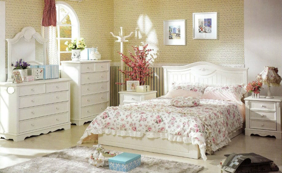 Bedroom decorating ideas french style bedroom house for Bed decoration with net