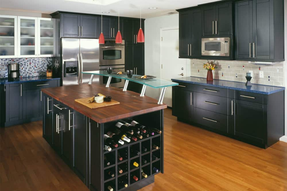 Kitchen decorating ideas black kitchen for Dark kitchen design ideas