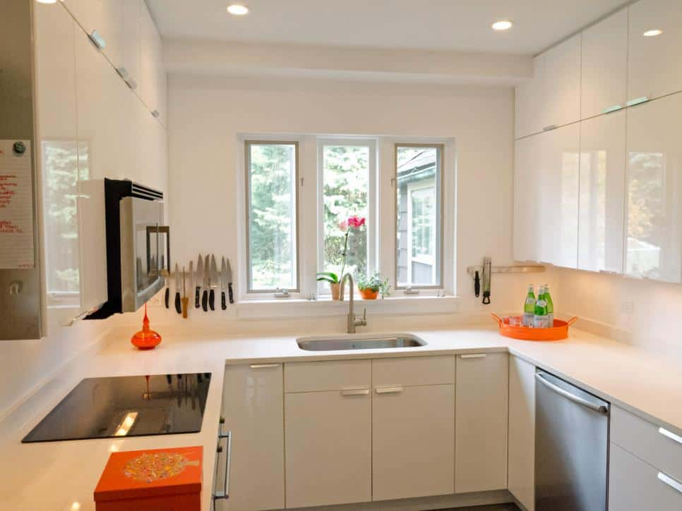 small-kitchen-how-to-visually-enlarge-space-kitchen-decorating-ideas-kitchen-remodel-1