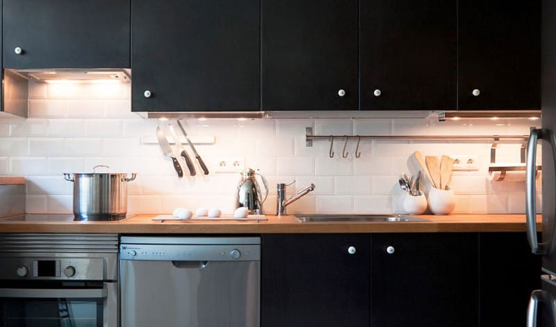 small-kitchen-how-to-visually-enlarge-space-kitchen-decorating-ideas-kitchen-remodel-4