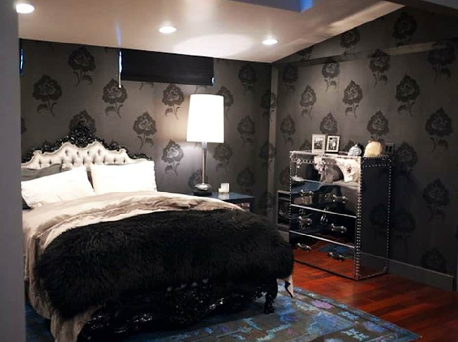Gothic-bedroom-gothic-decor-bedroom-design-ideas-modern-bedroom