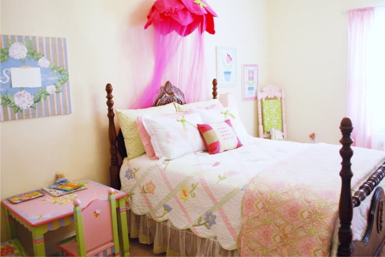 Teenage room design modern teen room for Trendy bedroom decor