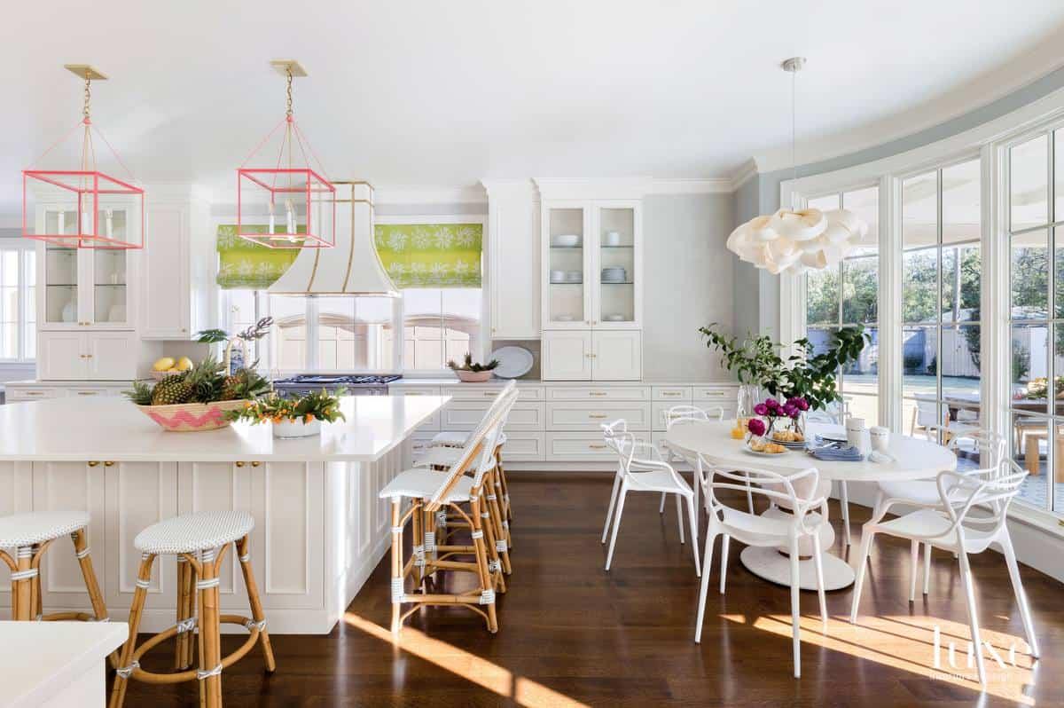 Modern interior 2019: Classic design in white