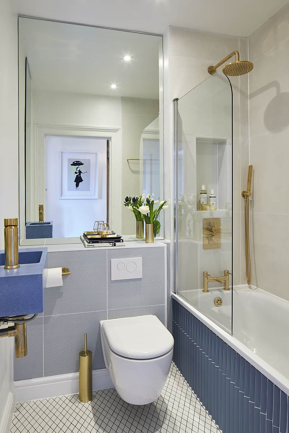 16 Best Small Bathroom Trends 2021 That Are Rule-Breaking